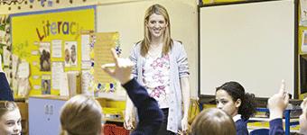 Estrategias de comunicación en el aula: oratoria y técnica vocal